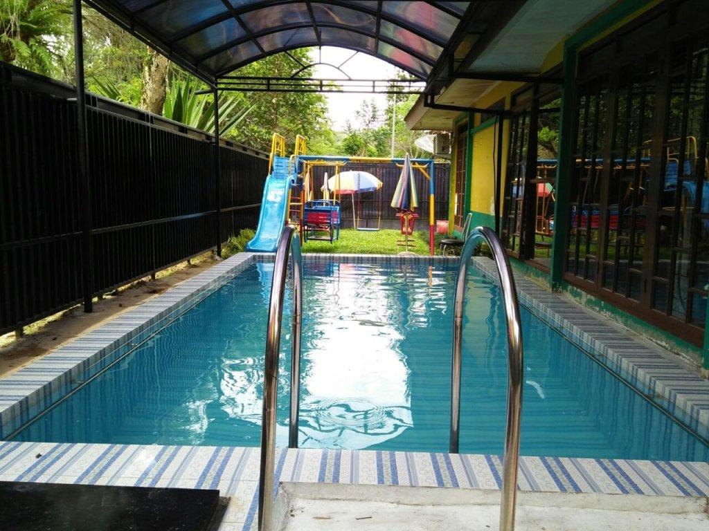 Villa di puncak kota bunga kolam renang pribadi
